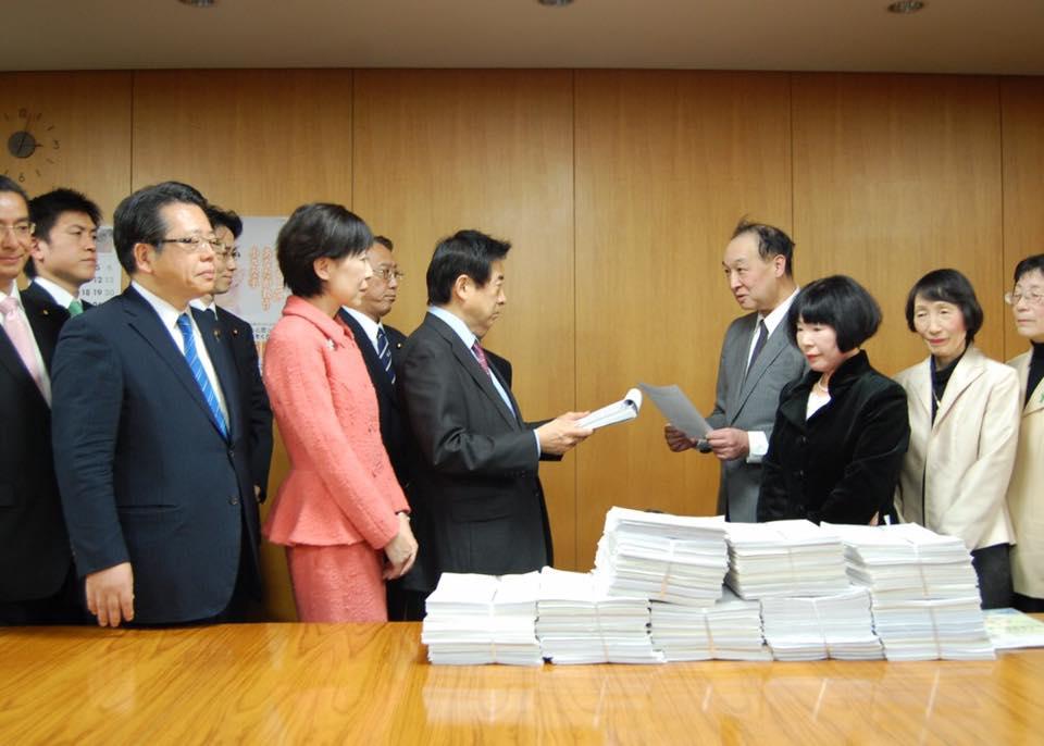 ブラッドパッチ療法保険適用について署名を提出