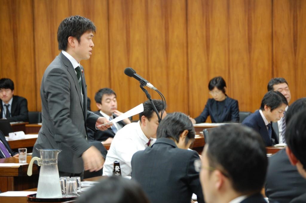 原子力問題調査特別委員会で質問