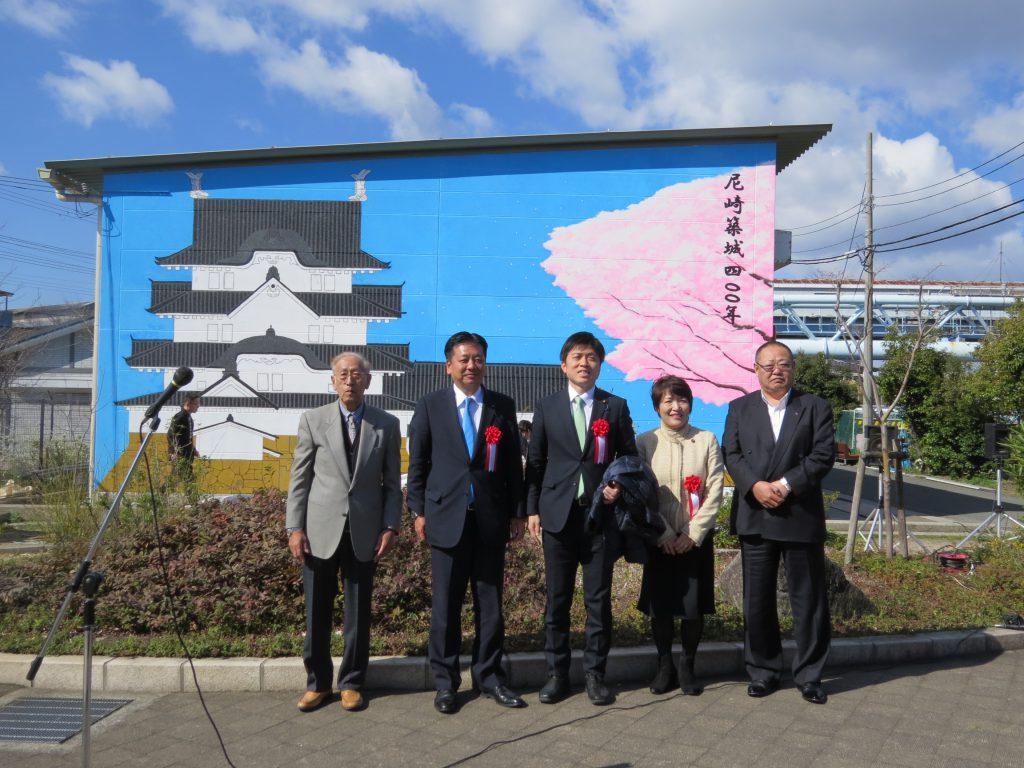 県尼美術部が築地で尼崎城の絵画製作