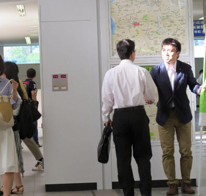 JR尼崎駅前で駅頭挨拶