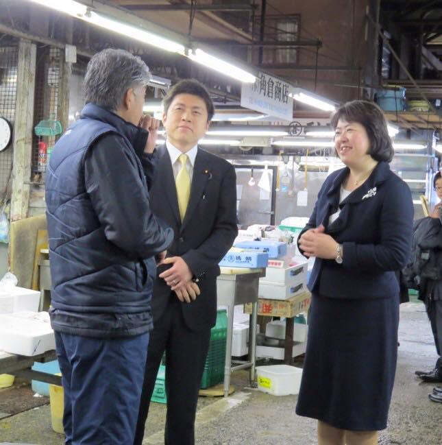 伊藤たかえさんと尼崎市地方卸売市場を訪問