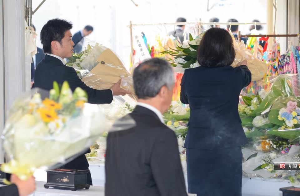 福知山線脱線事故現場で献花