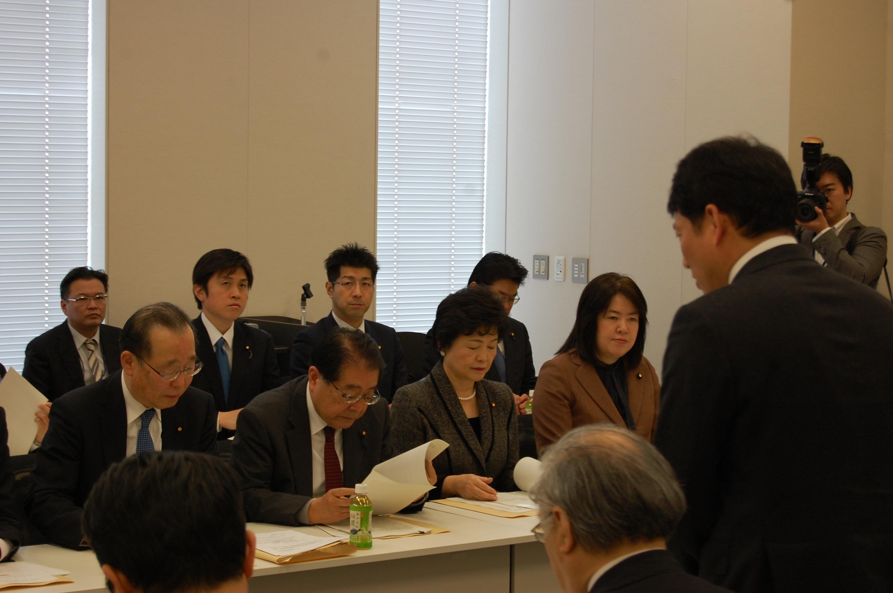 国家公務員再就職問題調査委員会を開催
