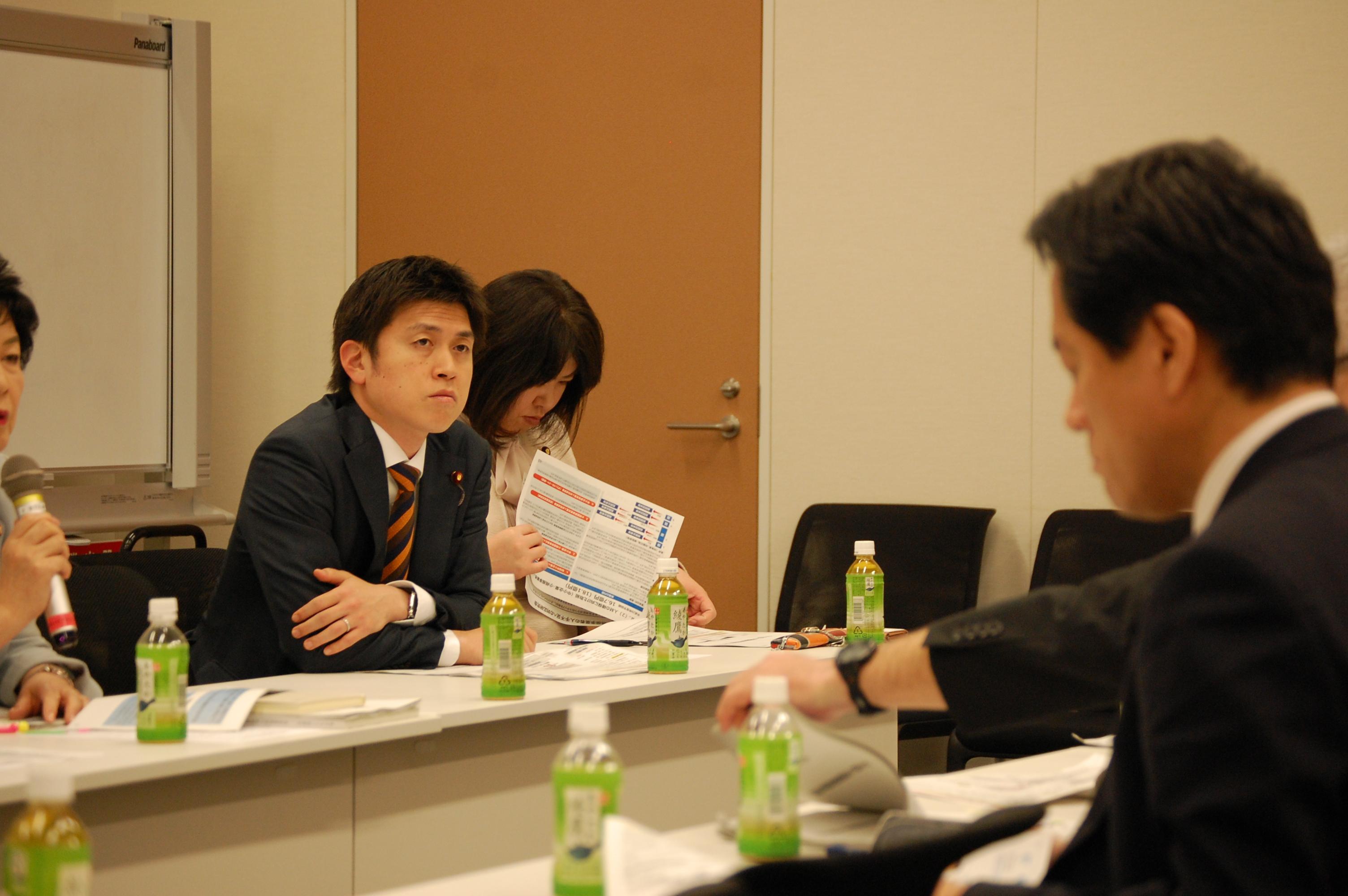 中小企業活性化対策本部で議論
