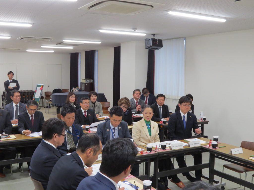 浮島副大臣が尼崎の教育現場を視察