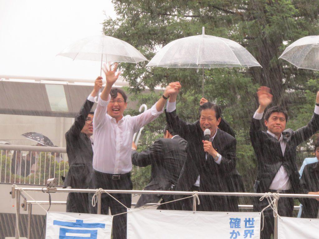 JR尼崎駅前で高橋みつおの街頭演説